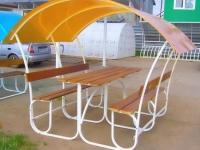 Мини-беседка с крышей из цветного поликарбоната