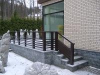 Бетонное крыльцо с боковой лестницей