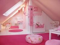 Оформление комнаты девочки на мансардном этаже