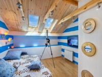Современный дизайн комнаты мальчика на мансарде