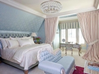 Нежная классическая спальня в розово-голубых тонах
