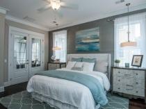 Выбор для оформления интерьера спальни серых и голубых оттенков