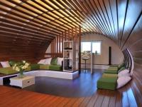Интерьер мансарды с полукруглым потолком