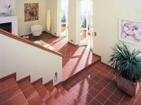Лестница с керамическим плинтусом