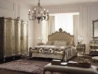 Люстра и светильники под бронзу в классическом стиле спальни