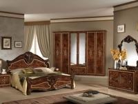 Мебель с инкрустацией в классическом интерьере спальни