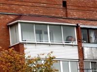 Зависимая крыша остекленного балкона