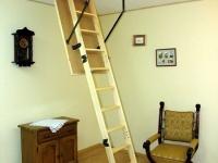 Откидная мансардная лестница