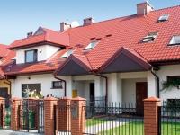 Загородный дом с мансардной крышей