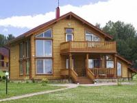 Деревянное крыльцо для дома из бревен