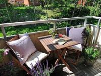 Удобная складная деревянная мебель для открытого балкона