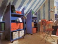 Шкафы на колесиках в кабинете на мансарде