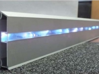 Металлический плинтус с подсветкой для кухни