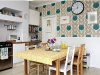 Голубые с бежевым фотообои в кухне