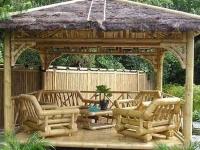 Дизайн деревянной беседки с бревенчатой мебелью