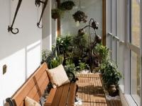 Кованые бра на балконе