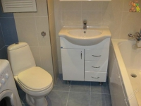 Пример размещения мебели и сантехники в маленьком санузле