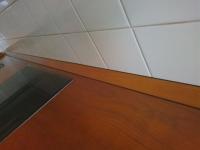 Плинтус под цвет столешницы