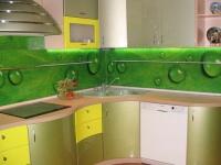 Узкий кухонный плинтус для столешницы