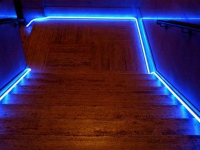 Подсветка плинтуса на лестнице