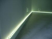 Напольный плинтус с точечной подсветкой