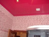 Полиуретановый потолочный плинтус в ванной
