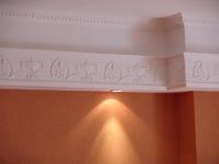 Подсветка в потолочном плинтусе