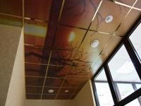 Декоративный потолок на балконе