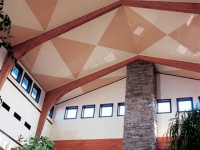 Дизайн потолка мансарды