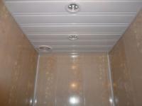 Реечный пвх потолок в санузле