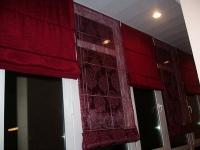 Римские шторы, выполненные из разного по текстуре материала