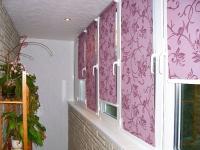 Рулонные шторы прекрасно затеняют балкон