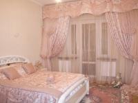 Нежные шторы из плотной и прозрачной ткани в спальне