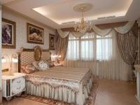 Бархатные шторы с ламбрекеном в спальне
