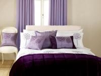 Плотные сиреневые шторы на люверсах для спальни