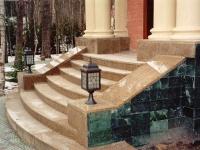 Гранитные ступени полукруглой формы