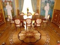 Дворцовый художественный паркет в интерьере гостиной