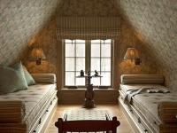 Жилая комната на маленькой мансарде